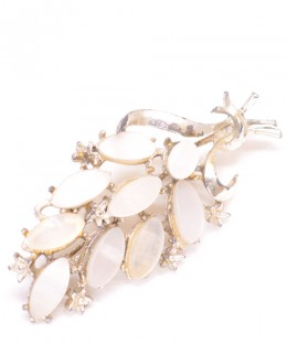 Vintage Costume Jewelry Brooch / White stone